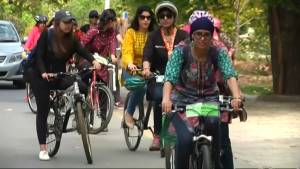Pakistani feminists ride bikes to claim public space