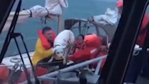U.S. Coast Guard make dramatic Lake Michigan rescue after sailboat loses mast