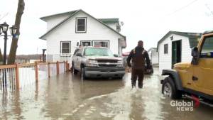 Rigaud on high alert as streets begin flooding (02:08)