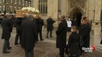 Hundreds gather to say goodbye to Stephen Hawking