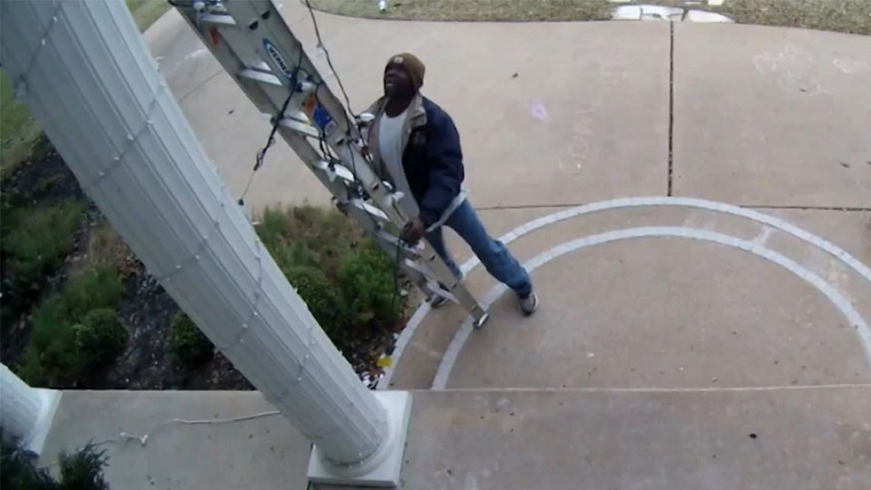 People are calling 911 after seeing this Texas family's Christmas decorations