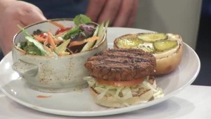 Global News Morning samples the Tir Nan Og Irish pub's new plant-based veggie burger