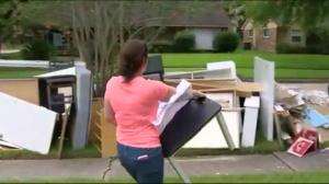 Canadians caught up in chaos as Houstonians begin cleaning up