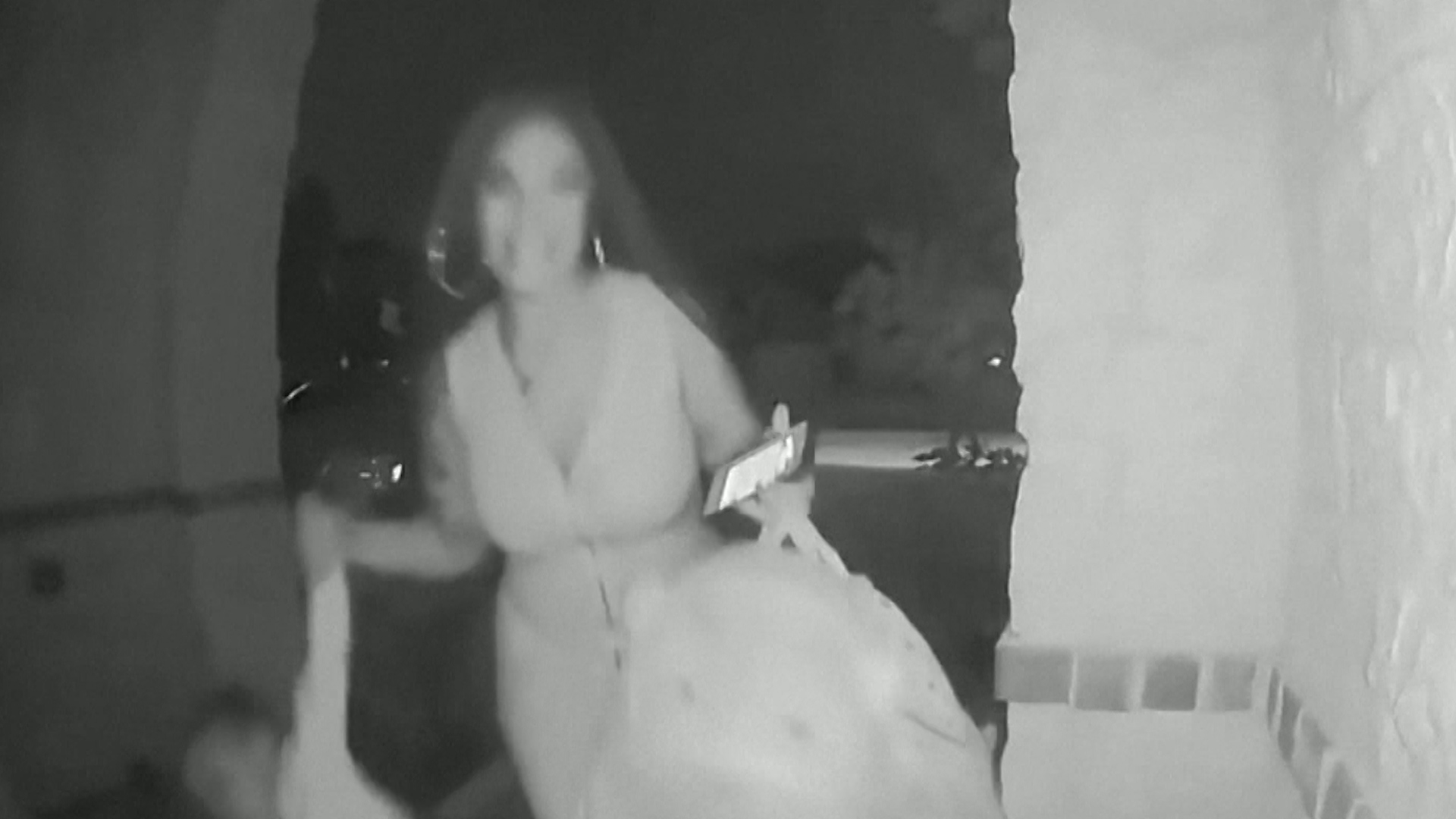 Woman captured on camera leaving toddler on stranger's doorstep