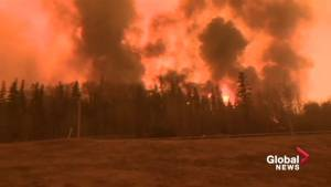 Fort McMurray wildfire within metres of Highway 63 (01:07)