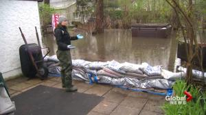 Emergency crews help Quebecers as flooding persists