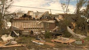 Emergency responders search through damaged homes for Ottawa residents' items
