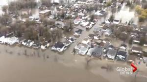 Additional Canadian Forces troops called in to assist Quebec flood efforts (01:19)