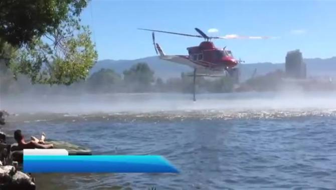Click to play video: Knox Mountain fire helicopter bucketing