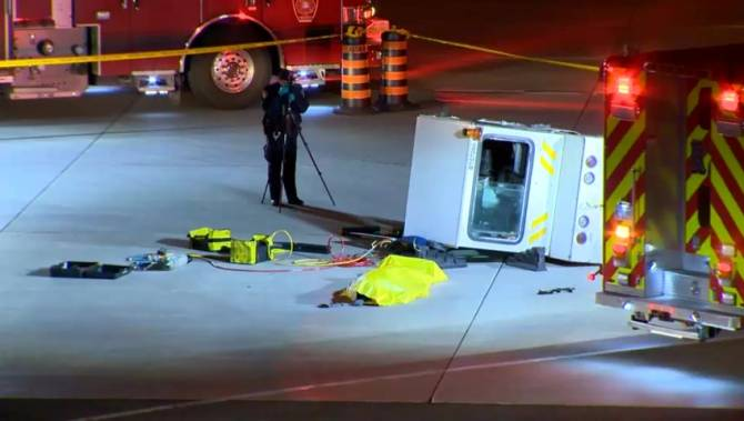 worker killed in baggage cart vehicle rollover at pearson. Black Bedroom Furniture Sets. Home Design Ideas