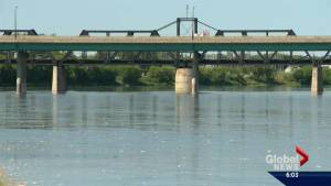 An oil spill in the North Saskatchewan River continues to affect the drinking water of almost 70,000 residents