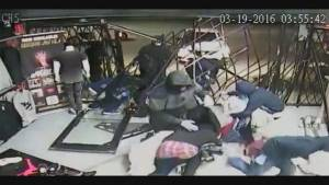 Smash and grab thieves gone in 60 seconds