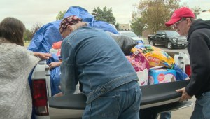 Albertans rallying to help firefighters and evacuees