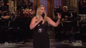 Amy Schumer talks marriage in 'SNL' opening monologue