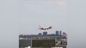 Planes abort landing at Toronto's Pearson Airport in strong winds