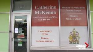 Postal workers occupy Catherine McKenna's office in Ottawa (00:53)