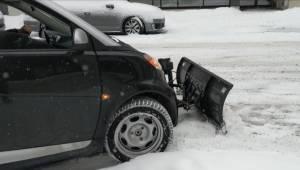 Montrealer's Smart car doubles as a snow plow (02:01)