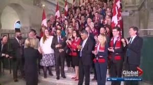 Rachel Notley welcomes B.C. business leaders to Edmonton amid pipeline dispute (01:23)