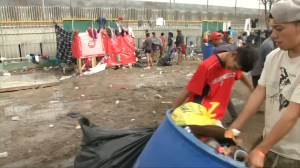 Overcrowding and bad hygiene conditions prompting health concerns at Mexico's migrant caravan