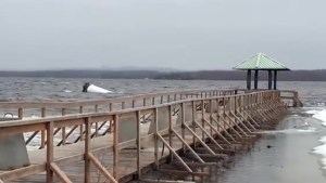 Lighthouse at Pembroke Marina scuttled by Ottawa River's rising waters