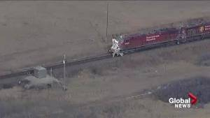 Train collides with semi-trailer near Gleichen (01:00)