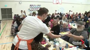 Edmonton Oilers serve meals for Hope Mission