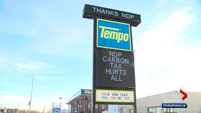 Crude Alberta gas station sign takes aim at Premier Notley, Trudeau over carbon tax