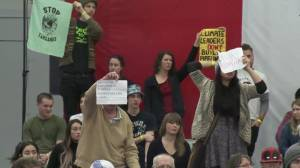 Hecklers interrupt audience member at Trudeau town hall in B.C.