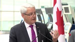 Garneau outlines specific rules regarding tarmac delays for air carriers