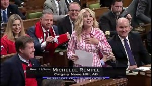 Michelle Rempel reads poem in support of Calgary Stampeders amid taunts