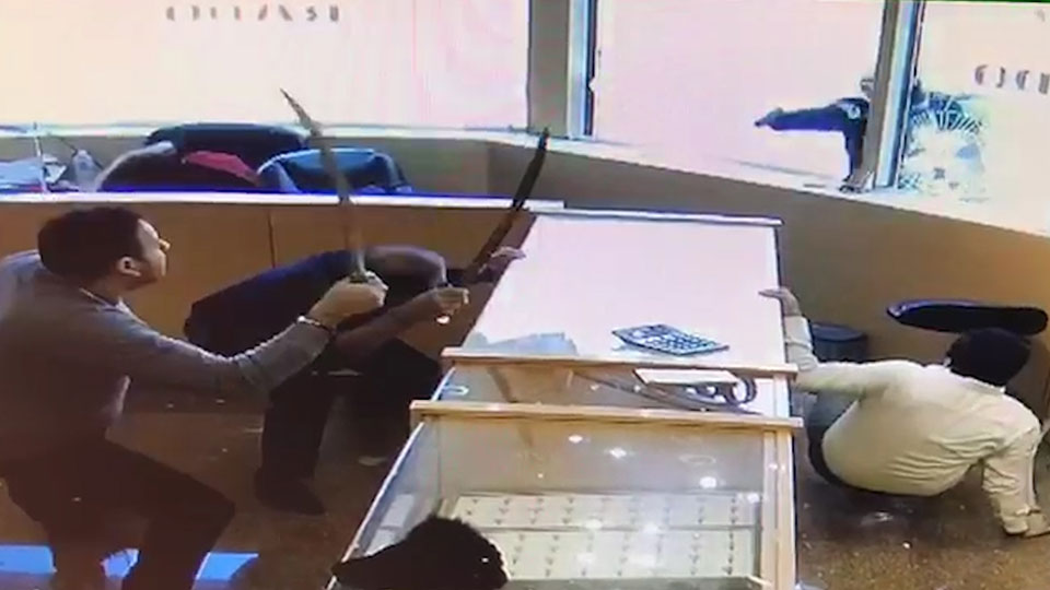 Jewellery store staff use swords to fend off masked robbers