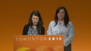 Majority of NDP delegates vote to oust Mulcair