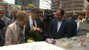 Toronto van attack: Kathleen Wynne, John Tory lay flowers, write messages at memorial