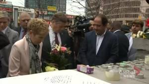 Toronto van attack: Kathleen Wynne, John Tory lay flowers, write messages at memorial
