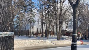 Winnipeg fire crews battle blaze on Wellington Crescent
