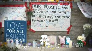 #TorontoStrong: hundreds come out to pay respects following van attack