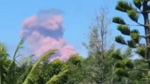 Hawaiian residents capture huge plumes of smoke, ash rise after volcano eruption