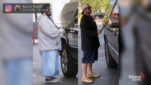 Director Kevin Smith shows off his 50+ pound weight loss