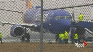 Southwest Airlines flight slides off taxiway in Baltimore (00:42)