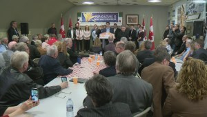 Prime Minister Justin Trudeau meets agricultural leaders at Sask. farm
