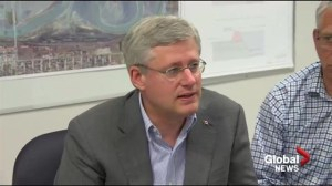 Raw video: Harper touring flood zone in Manitoba by helicopter
