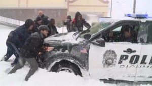 Virginia residents rescue police cruiser stuck in the snow