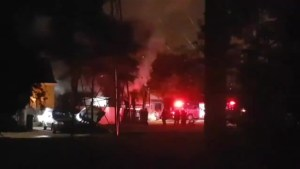 Emergency crews battle early morning fire in Winnipeg
