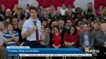 How did Justin Trudeau handle hecklers at his town halls?