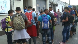 Caravan of migrants moves through Guatemala