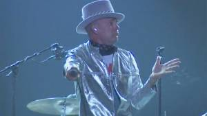 "The Tragically Hip play ""Courage"" as 2nd song of night (00:28)"