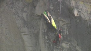 Parachutist left hanging from Stawamus Chief