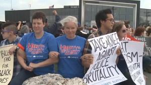 Bills fans take knee outside stadium in support of Colin Kaepernick