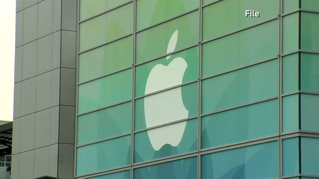 Click to play video 'U.S. Supreme Court gives go ahead for lawsuit against Apple over App Store'