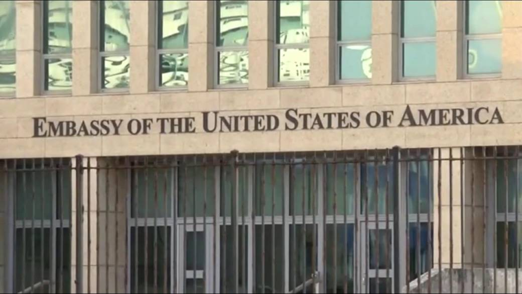 Click to play video 'U.S. pulls embassy staff from Cuba after mysterious sonic attacks'